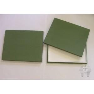 https://www.entosphinx.cz/1053-3086-thickbox/90-entomologicka-krabice-315x38x6-cm-polepena-platnem-bez-vyplne-dna-plne-viko-pro-unit-system-plast-zelena.jpg